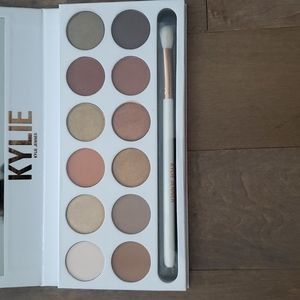 Kylie limited edition extended bronze eyeshadow and brand new brush